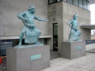 二大横綱の銅像